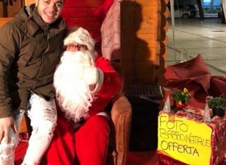 Terracina: tutti vogliono una foto con il Babbo Natale in cerca del calore delle feste!